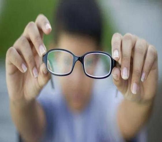 成年人视力突然下降,可能不是眼睛的问题!