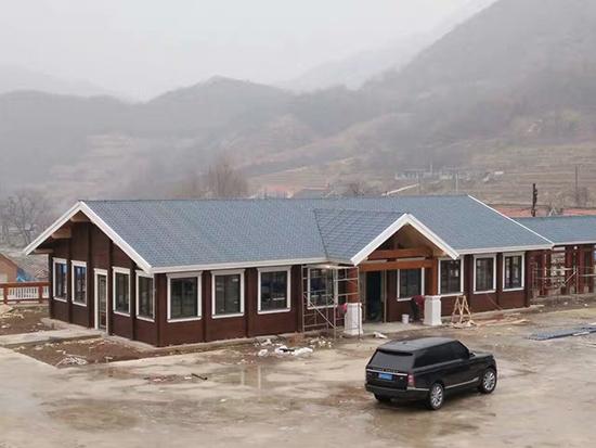 大山里的别墅屋面工程