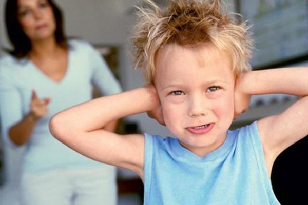 家长与孩子一起来,处理亲子关系问题。