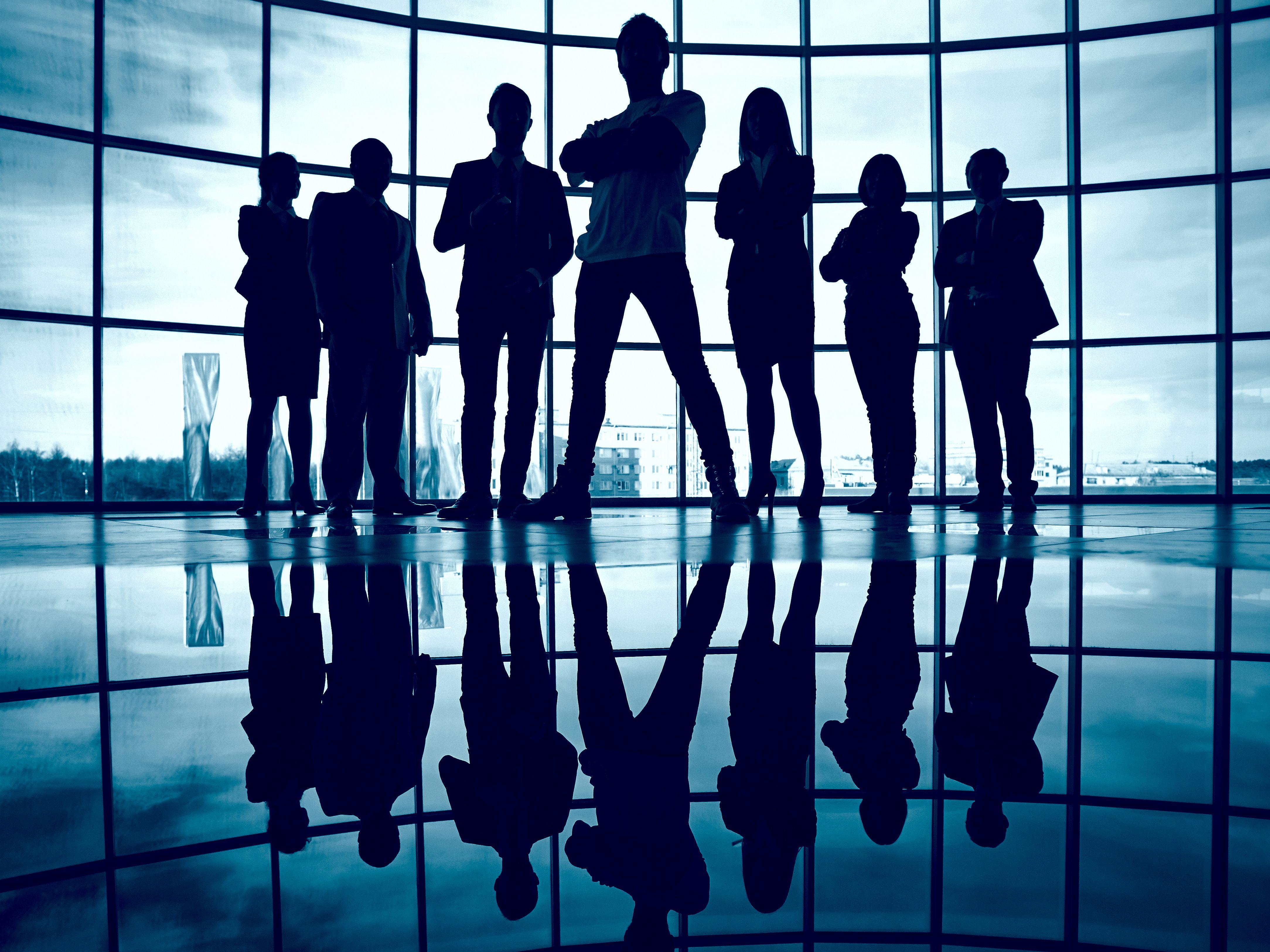 一个单位的全体成员一起来做团体咨询。