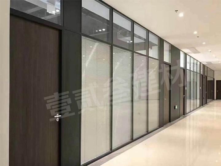 南宁玻璃隔断安装【玻璃隔断安装对环境的要求。】