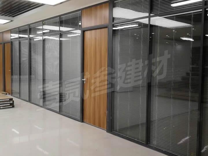 南宁办公室玻璃隔断【办公室为什么要安装玻璃隔断?】