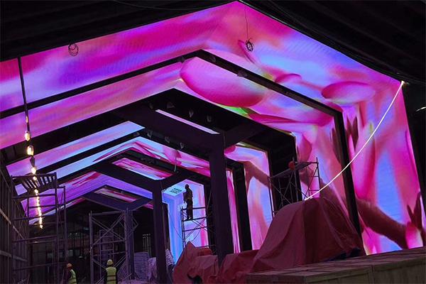 酒吧门型造型LED显示屏