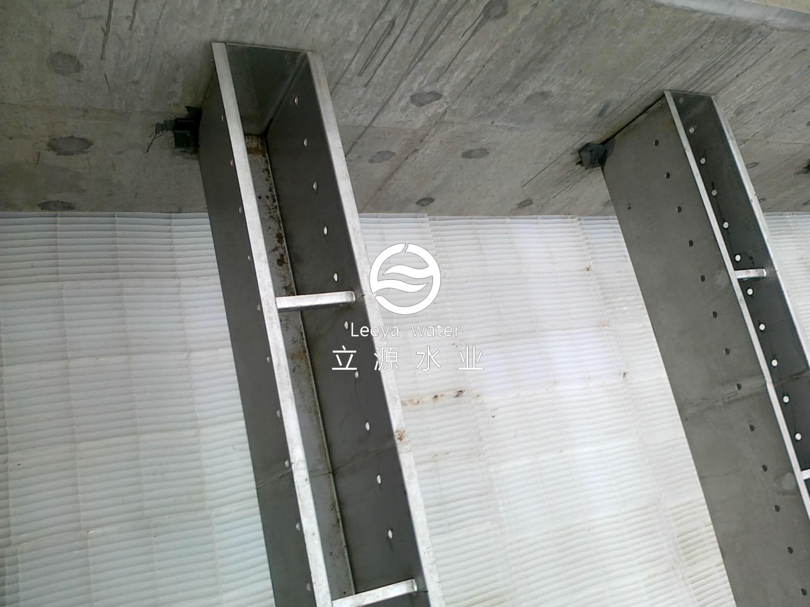 斜管斜板沉淀池填料安装后近距离特写照片