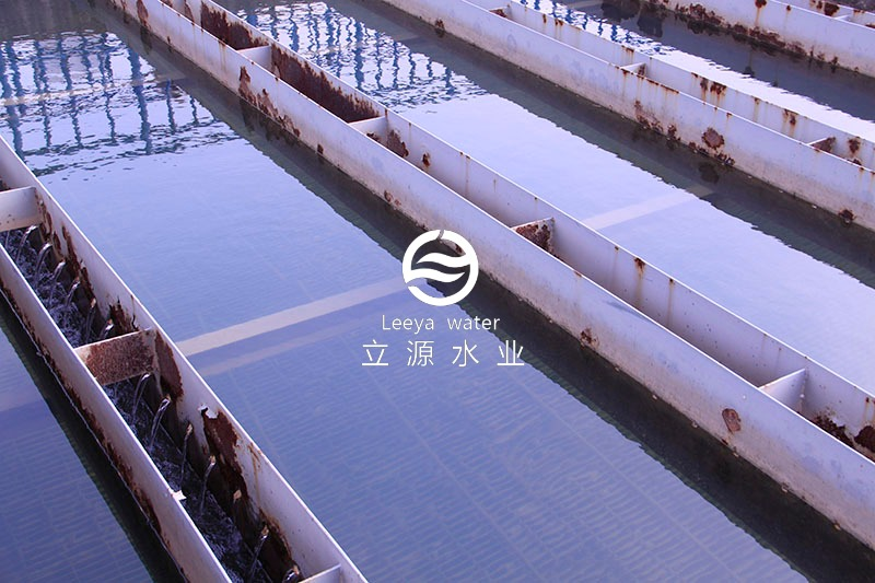 运行中的斜板沉淀池 (集水槽未翻新)实景照片