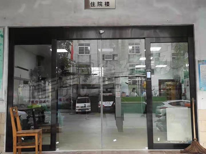 南宁市南阳卫生院玻璃感应门交付使用。