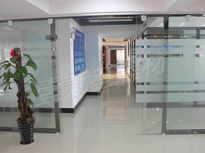 南宁玻璃门安装【常见的四种玻璃门。】