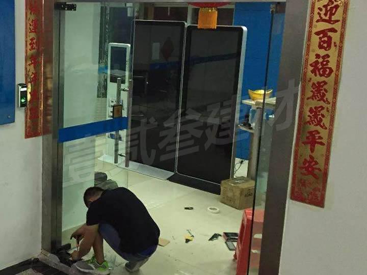 南宁玻璃门维修