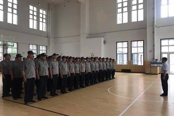 恒杰保安公司副总经理洪先明做培训动员