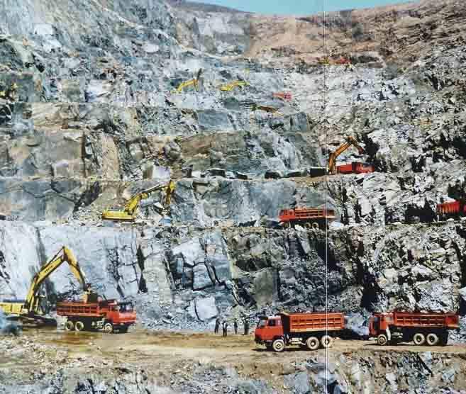 露天礦山開采和地下開采優缺點比較