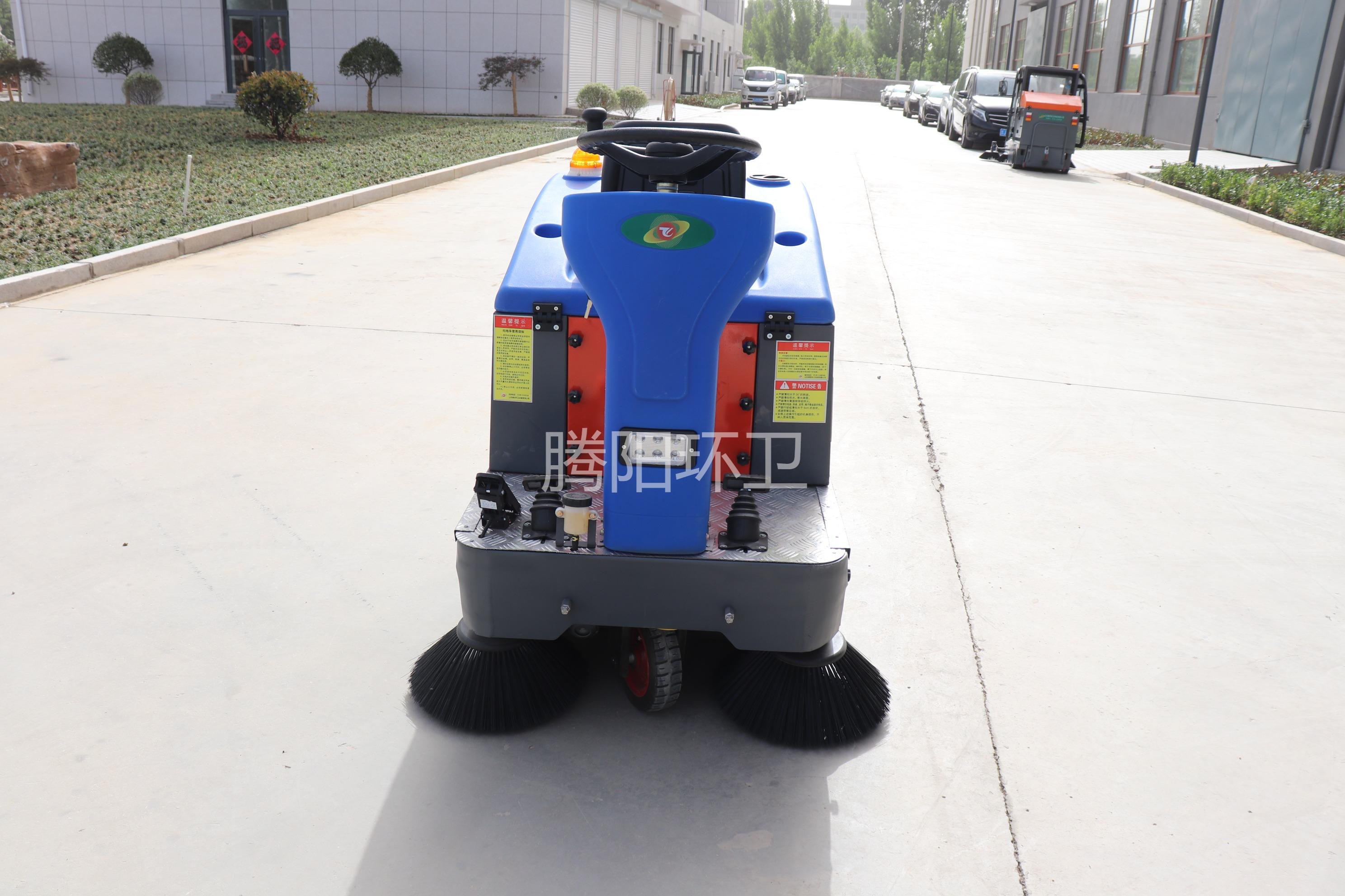 小区使用腾阳电动扫地车注意事项介绍