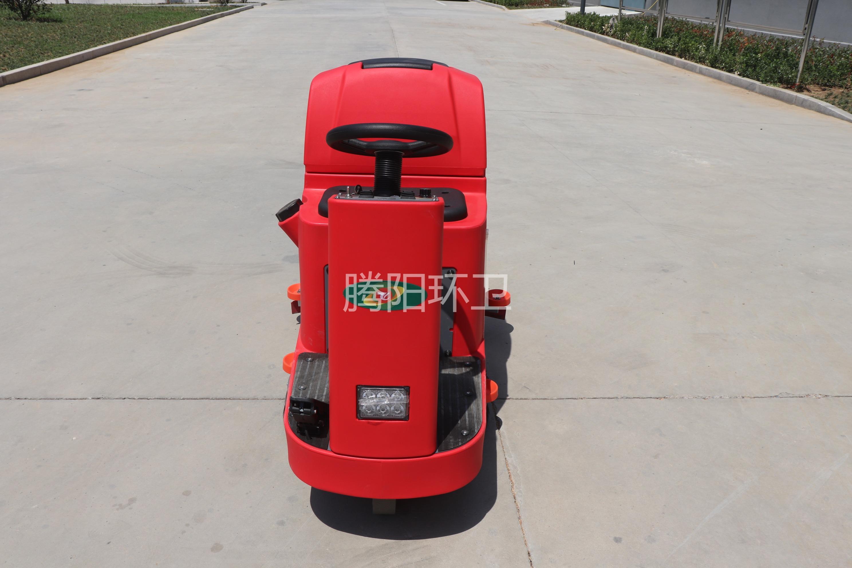 腾阳驾驶式洗地机在工业行业的应用