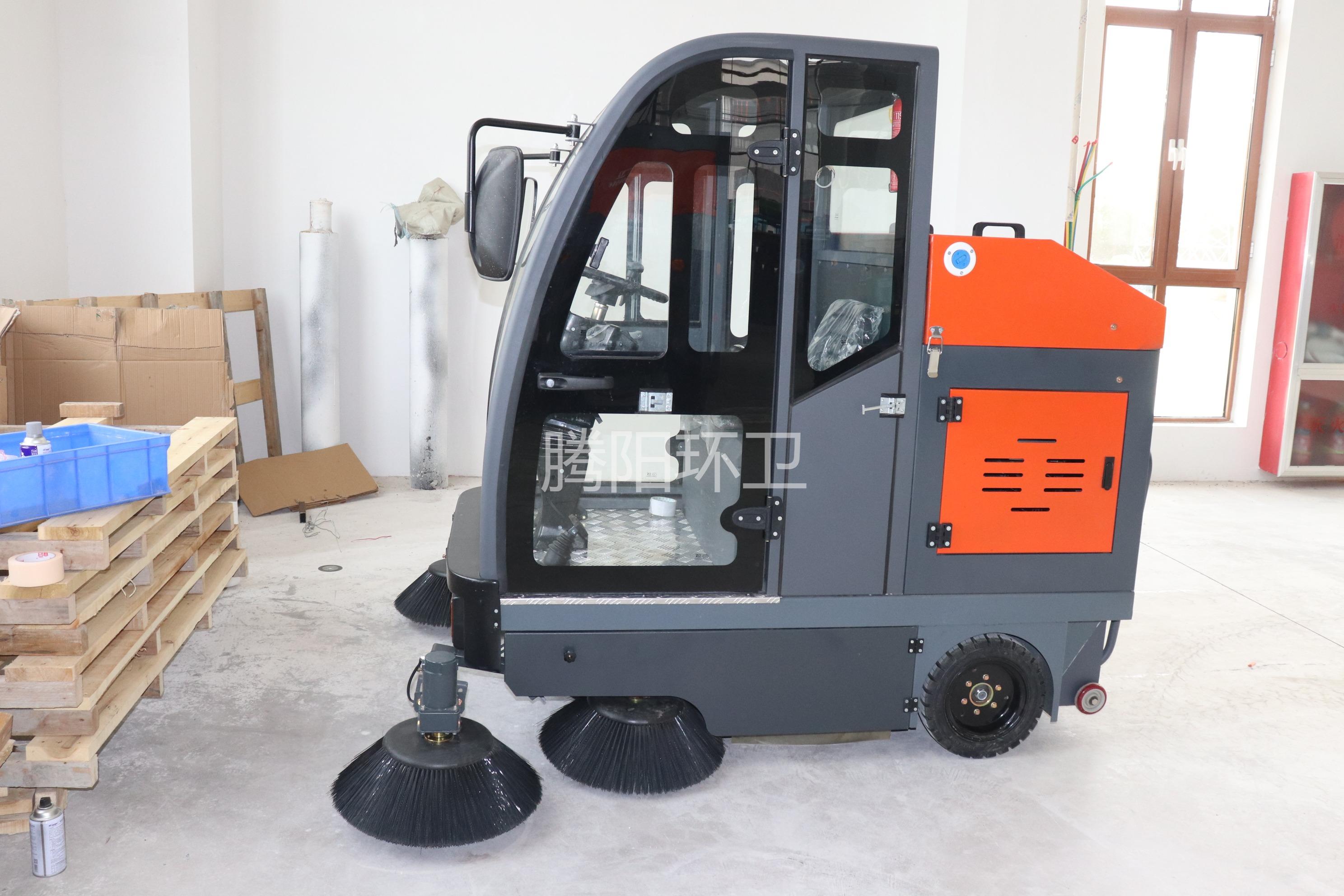 腾阳电动扫地车适合用来清扫水泥地面吗