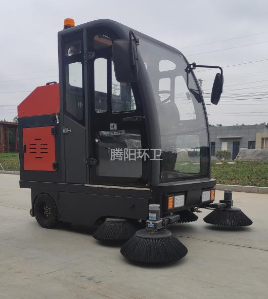 小区物业使用驾驶式扫地车要注意什么