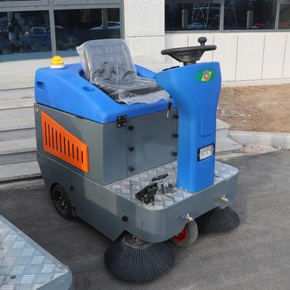 TY-1200 型驾驶式扫地车