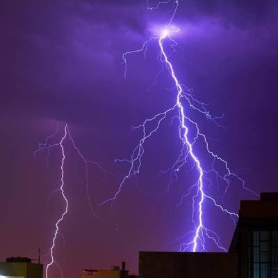 一问到底丨印度24小时内72人遭雷击身亡 汛期雷电高发 如何安全防护?
