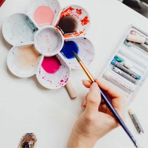 专业基础的知识,提升审美素养,激发创 意思维,着重培养品格及扎实的绘画技能