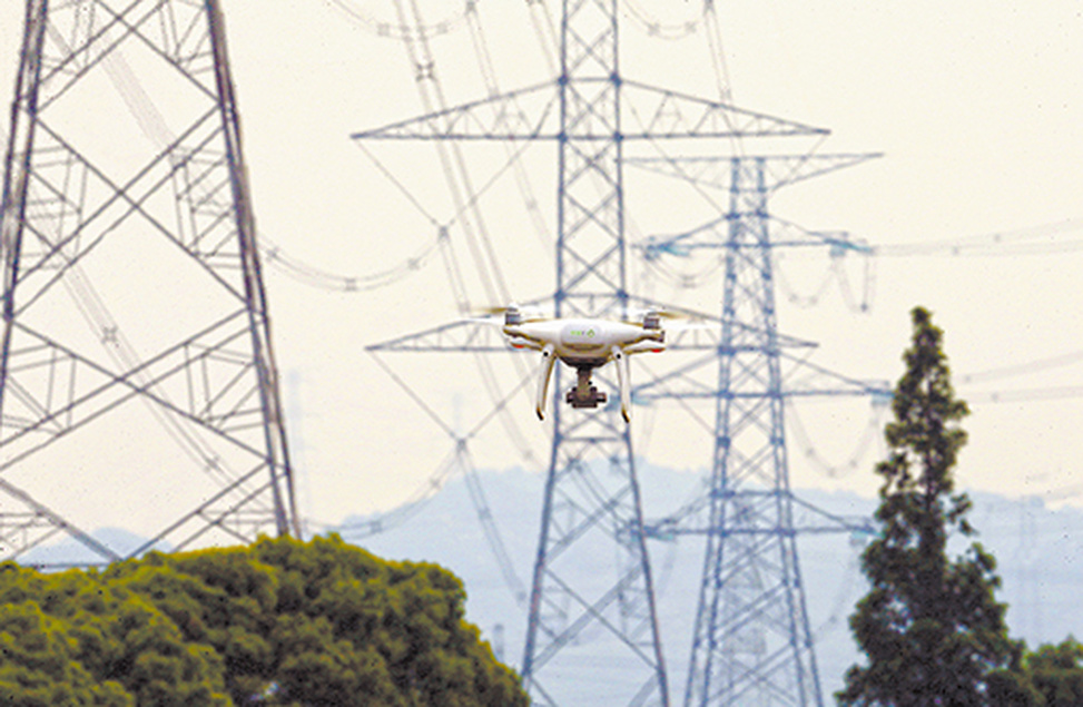 Zhejiang Ningbo power supply company carries out UAV intelligent cluster operation along the 500 kV strong open line with complex terrain. Qiangming line is located deep in Siming Mountain. The staff operated three UAVs under tower 21 of 220 kV Hexian line and took off at the same time. It is reported that UAV intelligent cluster operation can complete the workload of the past day in only half a day.