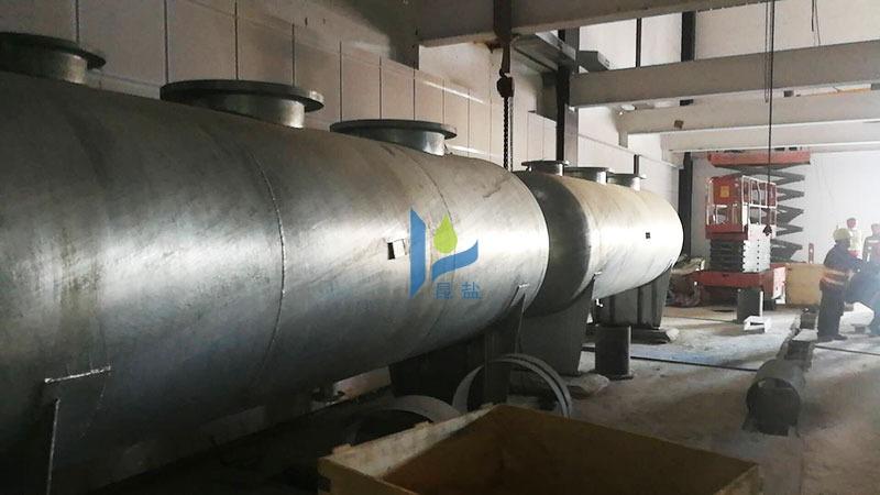 水处理设备分集水器安装到位