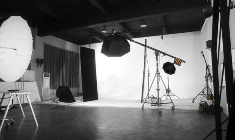 杭州专业摄影棚装修设计,杭州大型摄影棚装修的注意事项,杭州商业摄影棚装修实景图,杭州摄影棚多样化设计装修案例,杭州摄影棚背景装饰装修效果,杭州可靠摄影棚装修设计公司