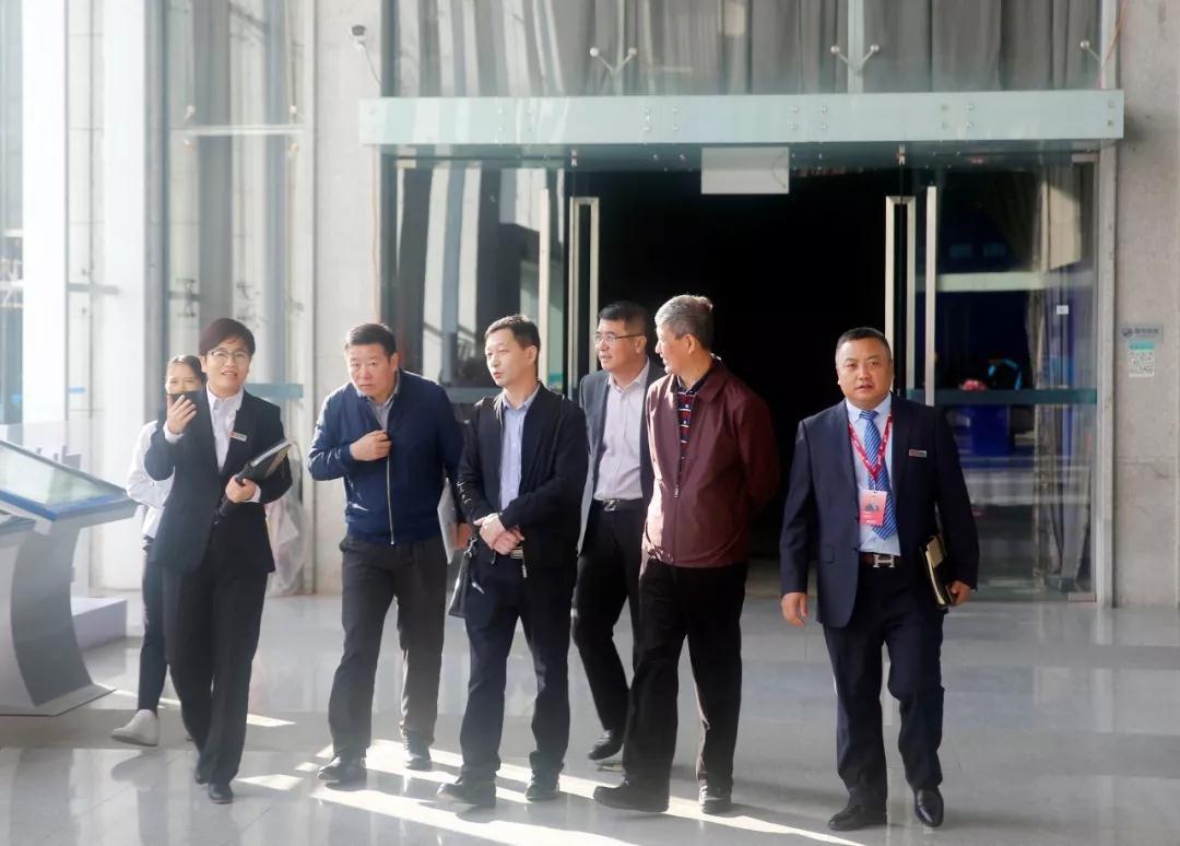 领导们参观中亚国际会议中心