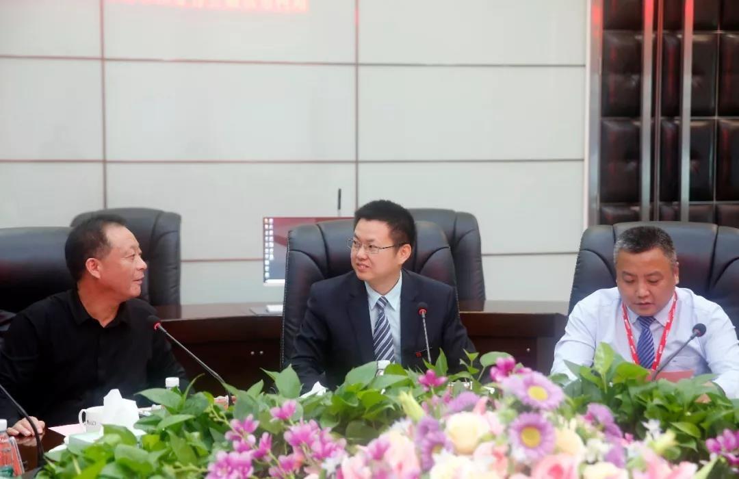 湖北省京山市领导一行莅临中亚参观考察