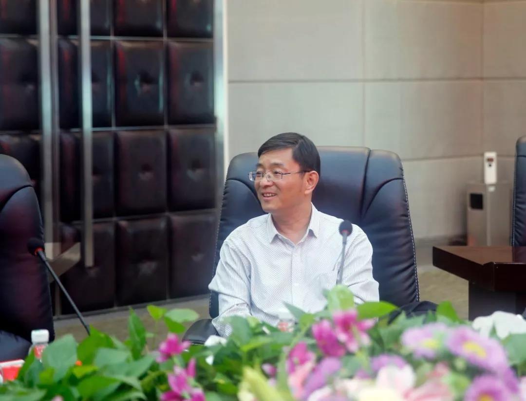 中国金融文坛杂志社领导莅临中亚参观考察