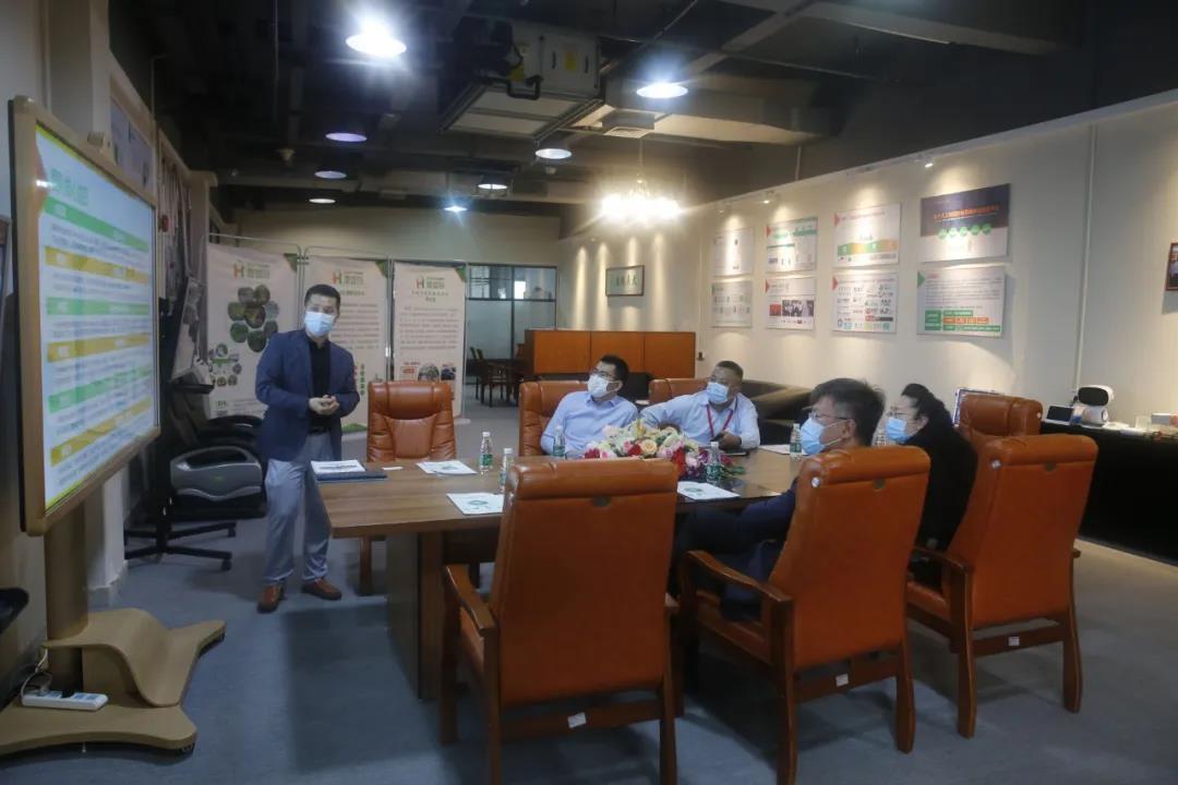 深圳市南山区政协副主席黄险峰一行莅临中亚参观指导