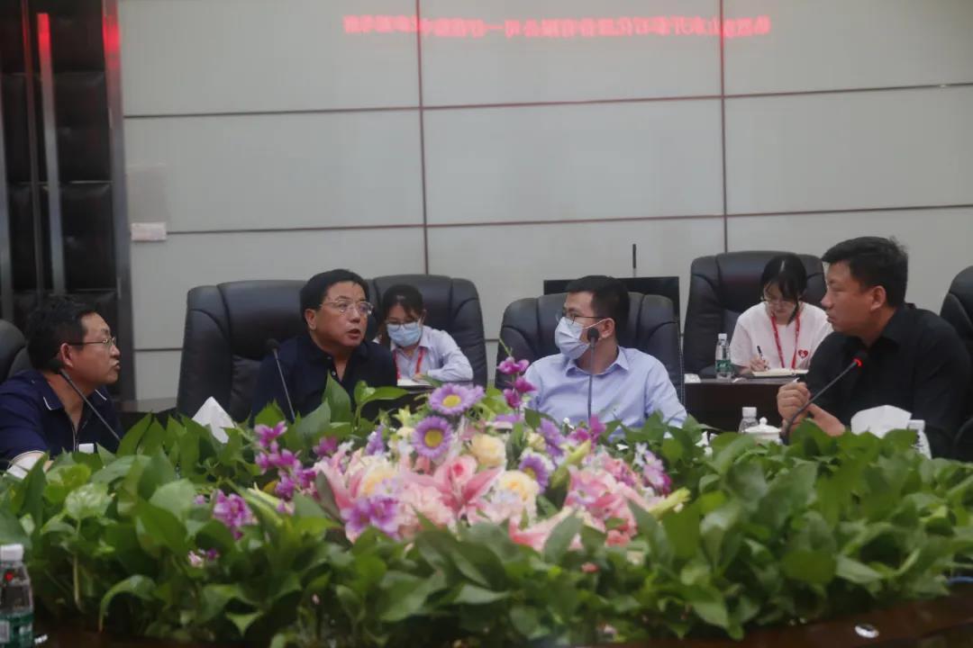 山东开泰石化股份有限公司董事长赵世香一行来访中亚参观考察