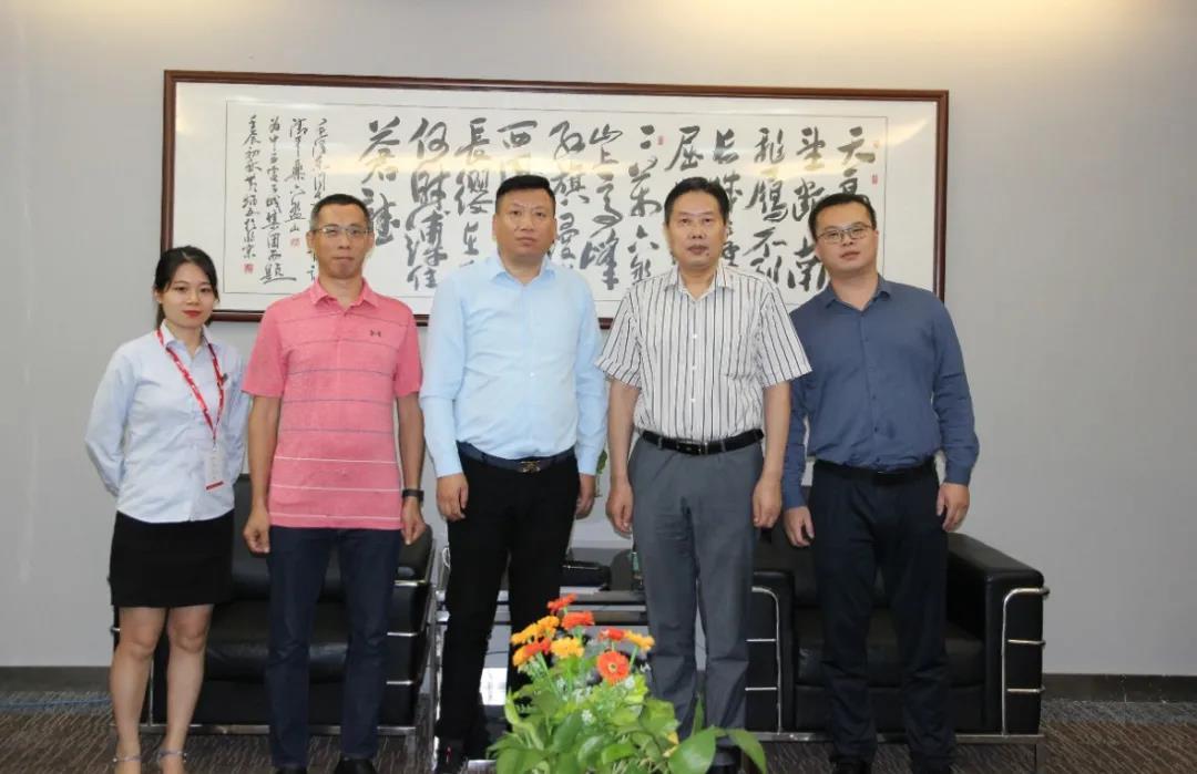 深圳市电子商务商会领导一行来访中亚硅谷产业基地