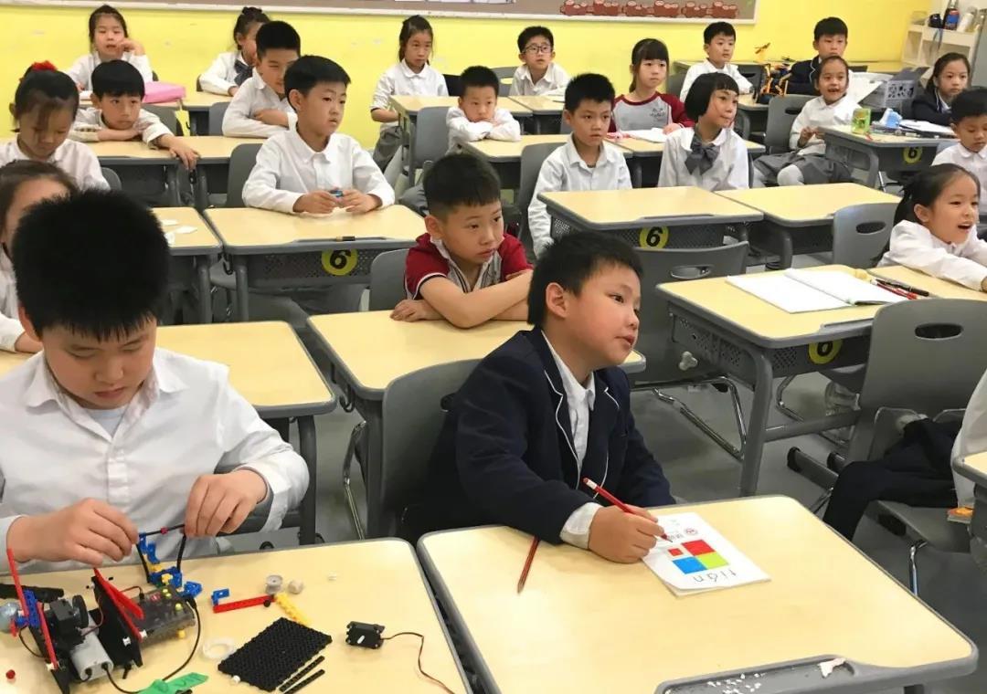 宝无协公益特色课程走进为明学校—开展机器人科普教育,激发探索创新兴趣