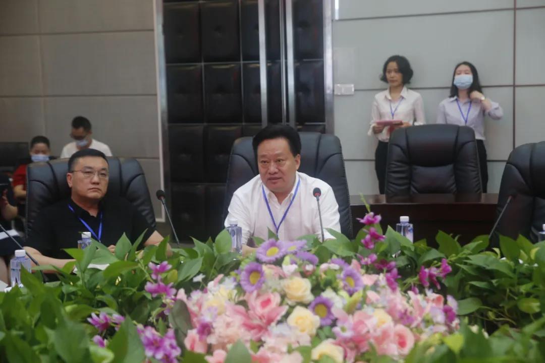 中非经济贸易工作委员会会长黄兆锦发表讲话