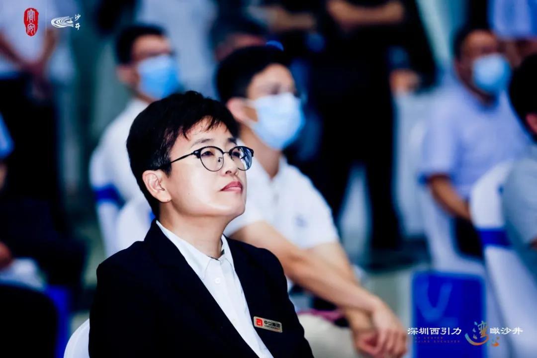 中亚集团常务副总裁、中亚电子城集团总经理夏萍参加对接会