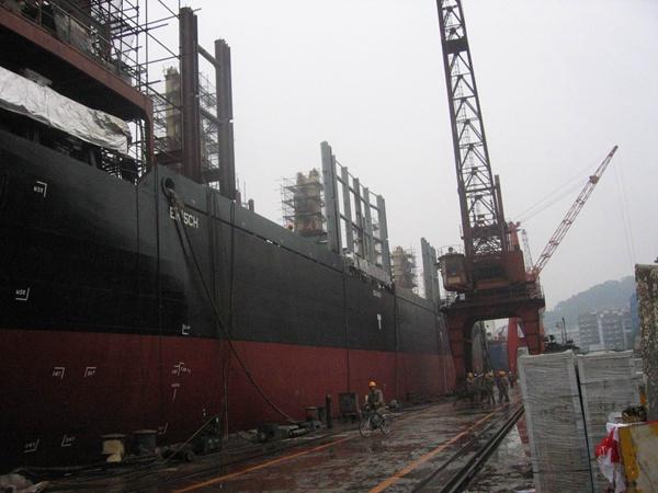 福州马尾船厂外轮油漆施工